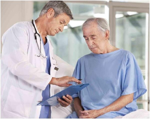Пациент на приёме при раке простаты перед гармонотерапией